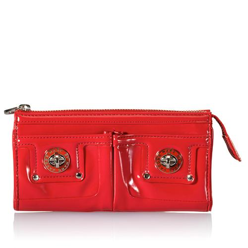 f1300496d15 Marc-by-Marc-Jacobs-Totally-Turnlock-Clutch_34283_front_large_1.jpg